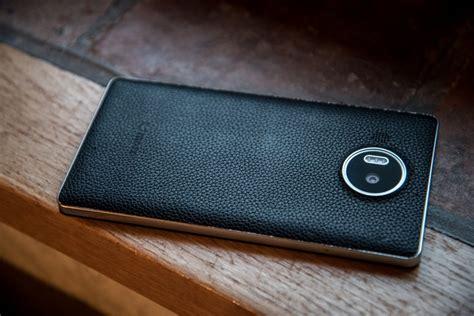 si鑒e coque test une coque en cuir nfc et qi signée mozo pour le lumia 950 xl geeko
