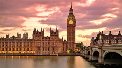 big ben great white clock  london palace westminster