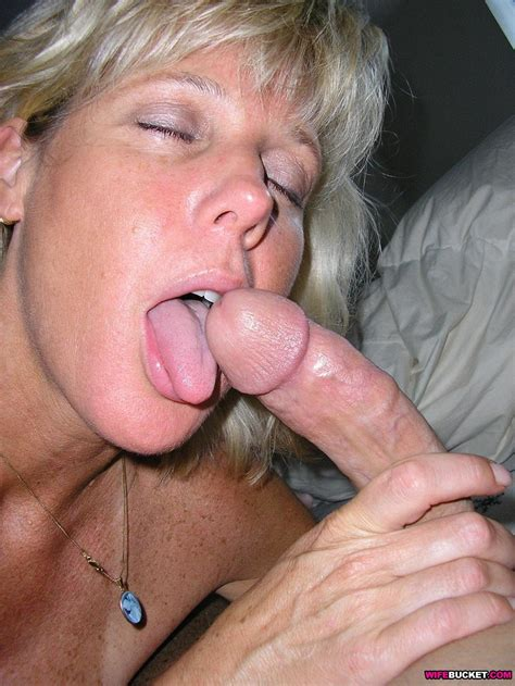 Hot Blowjobs From A Classy Mature Wife
