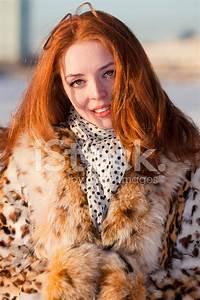Rote Haare Grüne Augen : rote haare sch ne frau au erhalb am winter gr ne augen stockfotos ~ Frokenaadalensverden.com Haus und Dekorationen