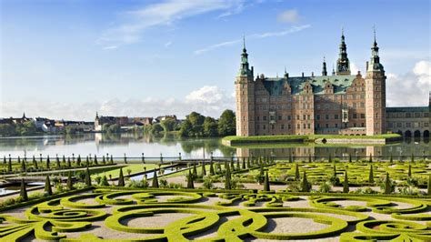 She has been a member of the riksdag since 2002. Un castillo flotante en Dinamarca