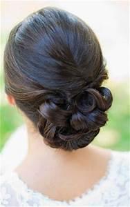 Chignon Demoiselle D Honneur Mariage : coiffures de mariage les cheveux d 39 une demoiselle d 39 honneur 2055960 weddbook ~ Melissatoandfro.com Idées de Décoration