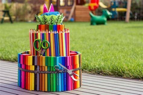 geschenke zur einschulung basteln eine stifte torte zur einschulung tt geschenk einschulung einschulung und geschenkidee