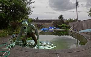 Swimming Pool Dekoration : 15 spooktacular ways to enjoy halloween pool party homecrux ~ Sanjose-hotels-ca.com Haus und Dekorationen