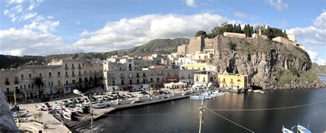 kitchen centre islands apartments houses and villas to let in lipari