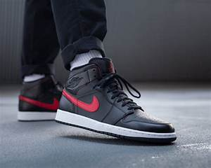 Air Jordan 1 Mid Black Red 554724