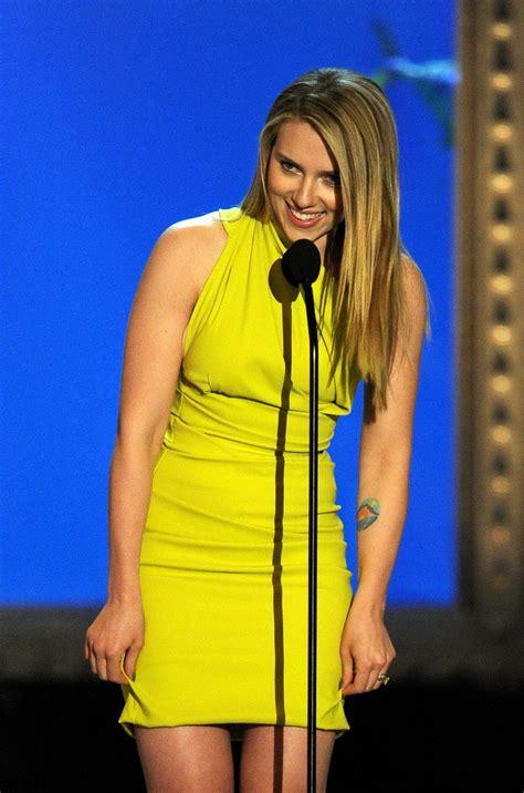 style scarlett johanson wearing tight yellow dress