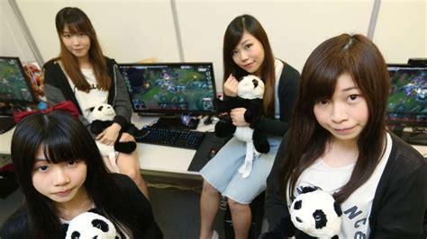 gamer girls hong kongs   female professional
