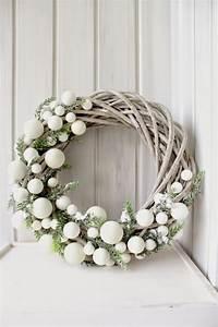 Weihnachtskranz Für Tür : begr t den advent mit einem kranz an der t r weihnachtskranz basteln diy bastelideen ~ Bigdaddyawards.com Haus und Dekorationen