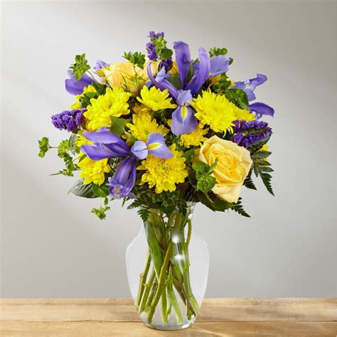 Maybe you would like to learn more about one of these? The FTD® Cottage View™ Bouquet - Fleuriste la Diva