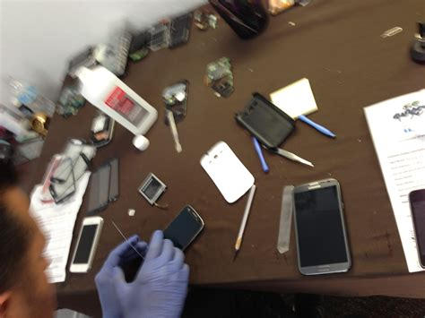iphone repair las vegas our technicians doing iphone repair in las vegas
