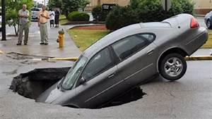 Vendre Une Voiture Dans L état : tats unis une voiture est tomb e dans un trou form sur une route dans l 39 indiana ~ Medecine-chirurgie-esthetiques.com Avis de Voitures