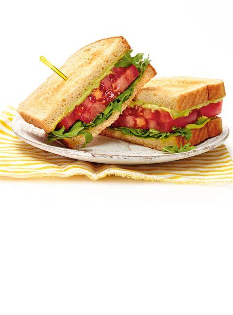 cuisine italienne recettes sandwich aux tomates et à l avocat ricardo