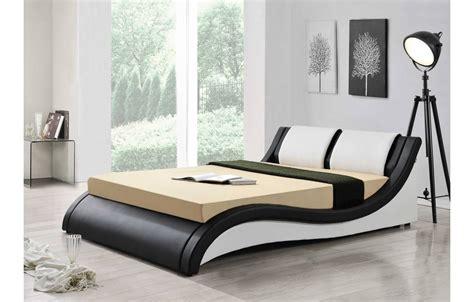 chambre lit noir lit design italien 140 cm en simili cuir noir et blanc