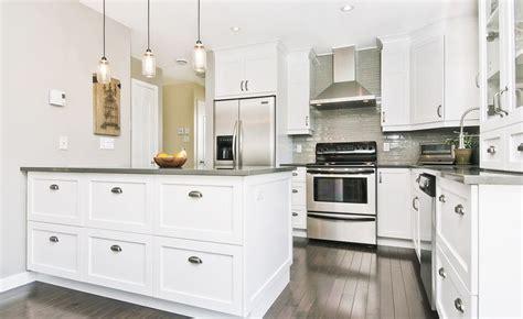 armoires de cuisine blanches recherche déco
