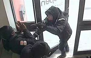 Terrifying Photo Shows Robber Pointing Gun In Guard's Face ...