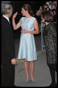 Kate Middleton Photos Photos - Kate Middleton at an Artsy ...