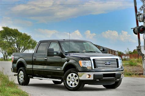 ford   review specs pictures price mpg