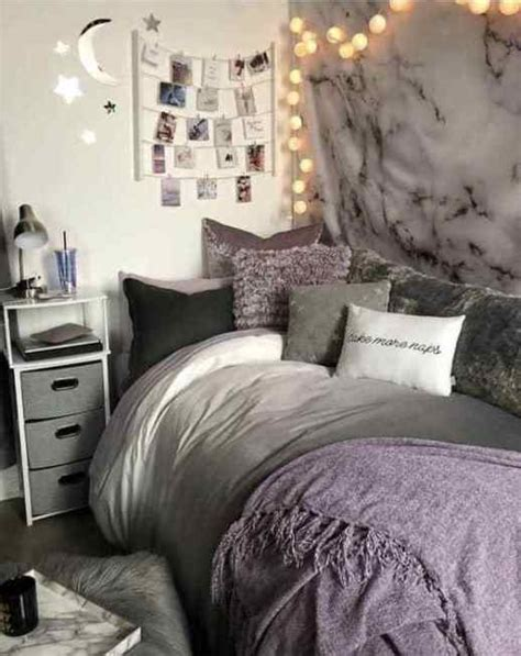 We looked online and found some of the best wall décor for college students; 21 Cute Dorm Rooms We're Obsessing Over - Society19