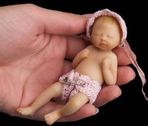 Small peculiar world: The smallest baby in the world?