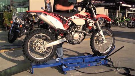 Kendon Stand Up Dirt Bike Lift Motolift Youtube