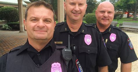 wauconda police wearing pink badges  raise breast cancer