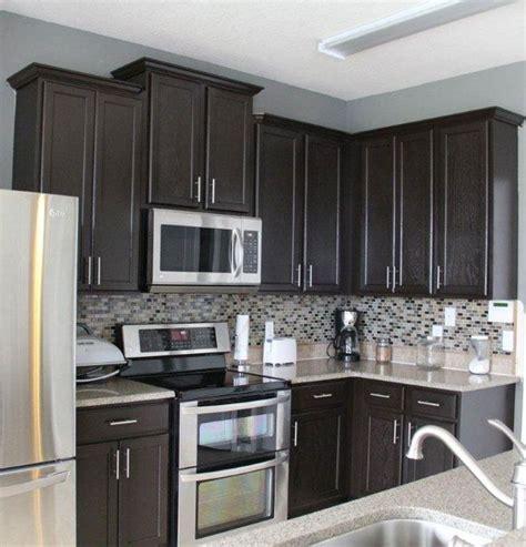 grey black kitchen best 25 grey kitchen walls ideas on pinterest gray 610   46d33af272334e3df56bf08c0e2f1862 kitchens with dark cabinets black kitchen cabinets