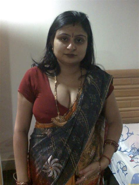 Indian Chubby Aunty Mehreen Saree Stripped Naked - Indian ...