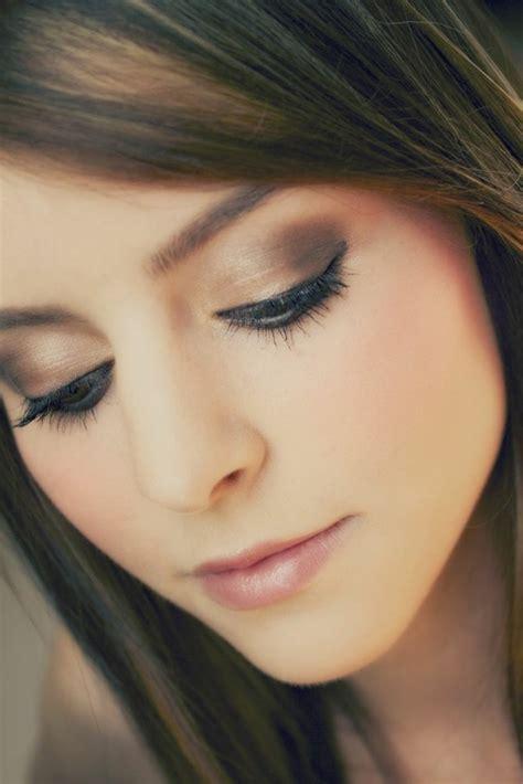 60 id 233 es pour le maquillage yeux marrons