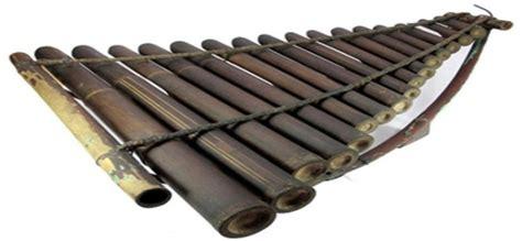 Chenglong adalah salah satu jenis alat musik tradisional yang berasal dari jawa barat dimana alat musik ini terbuat dari bahan kayu dan juga logam besi atau bisa kuningan yang mana disusun dengan rapi diikat menggunakan tali. 7 Kesenian Khas Jawa Barat Tradisional Unik yang Mesti ...