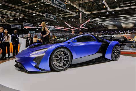 Supercars stampede toward hybrids, electric power: Geneva