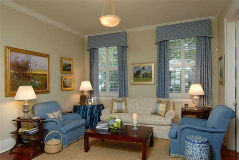 High English Style In Charleston Chinese Bedroom Decor Baby Blue 1 Apartments For Rent In Erie Pa Best Paint Colors Bedrooms 2013 Alice Wonderland Cool Girls Gray Purple Paula Deen Furniture