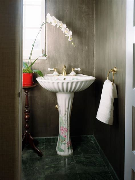 Half Bathroom Ideas For Small Spaces by 17 Clever Ideas For Small Baths Diy