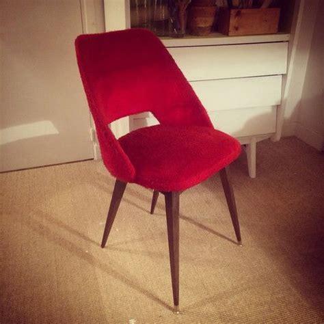 chaise tonneau chaises tonneau vintage en fourrure avec leur