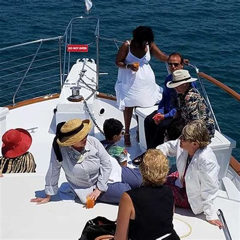 Romantic Dinner Boat Cruise Chicago by Luxury Chicago Private Yacht Rentals For Private Chicago