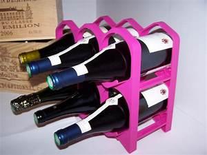 Casier à Bouteilles : casier a bouteille fushia design et empilable ~ Teatrodelosmanantiales.com Idées de Décoration