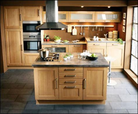 refaire cuisine en bois ilot central cuisine bois massif mzaol com