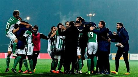 Data such as shots, shots on goal, passes, corners, will become available after the match between arouca and rio ave was played. Golos ao 'cair do pano' dão vitória ao Rio Ave em Arouca - DN