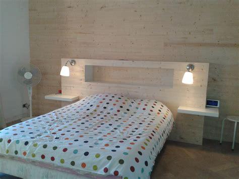 chambre en lambris bois tete de lit lambris