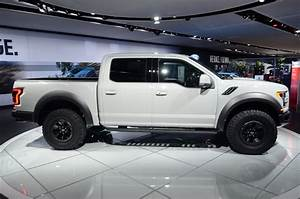 2017 Ford F-150 Raptor SuperCrew Drops Jaws And Snaps ...