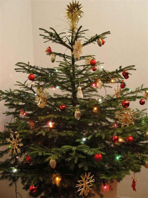 Geschmückte Weihnachtsbäume Christbaum Dekorieren by Weihnachtsbaum Frisch Halten Der Wohnsinn