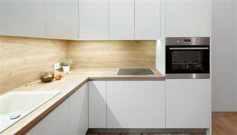 Stūra virtuves iekārta   Albero Mēbeles