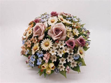 cesti di fiori composizione fiori in porcellana capodimonte bouquet
