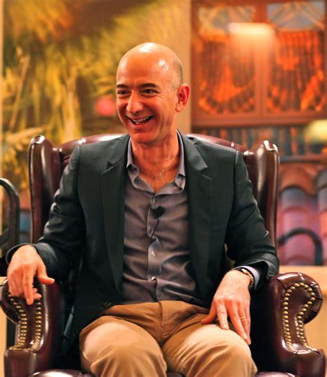 File:Jeff Bezos' iconic laugh.jpg - Wikipedia