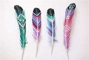 Tatouage Plume Indienne Signification : tatouage symboles plumes indiennes colorees fille tatouage femme ~ Melissatoandfro.com Idées de Décoration