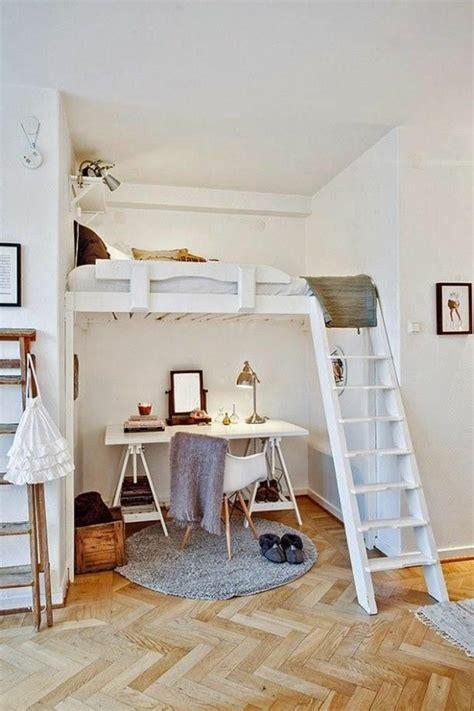 Minimalistische Einrichtung Des Kinderzimmerskinderzimmer Einrichtung Mit Hochbett Und Schreibtisch by Kleines Schlafzimmer Einrichten 55 Stilvolle Wohnideen