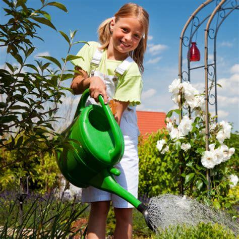 So Fördern Sie Ihr Kind Mit Aufgaben In Garten Und