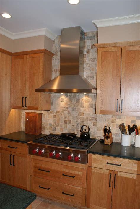 backsplash tile  ceiling  range hood modern