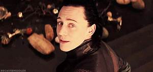 Tom Hiddleston Smiling GIF - Find & Share on GIPHY