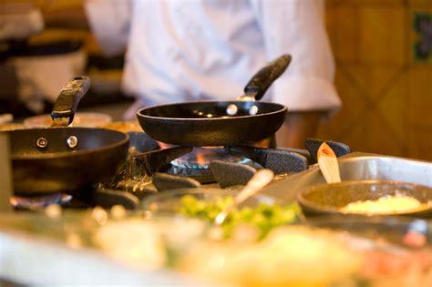 chef of cuisine cocinando animales y plantas más nutritivos y menos